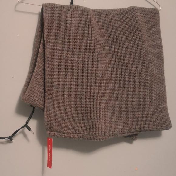 Free w/ $30 purchase - BNWT Joe fresh circle scarf